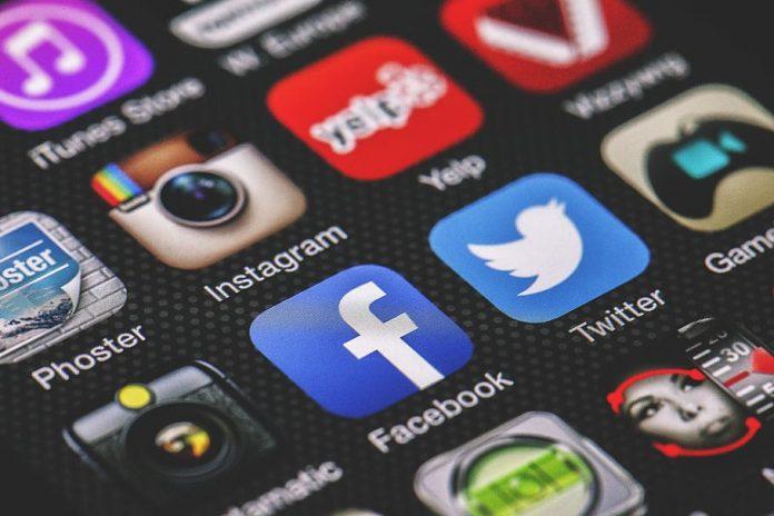 technology-social-media-technology