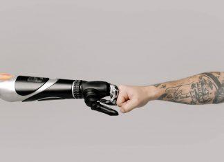 Robot tatuador operado con 5G